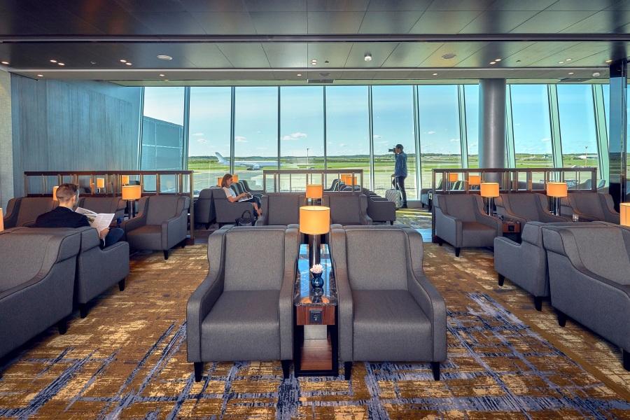 Plaza Premium Lounge Helsinki - lounge area overlooking runways