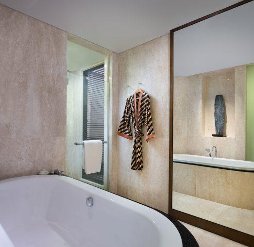 Deluxe Lagoon Access_bathroom