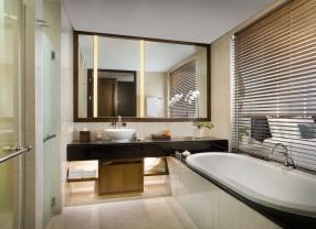 Deluxe Oceanfront_Bathroom