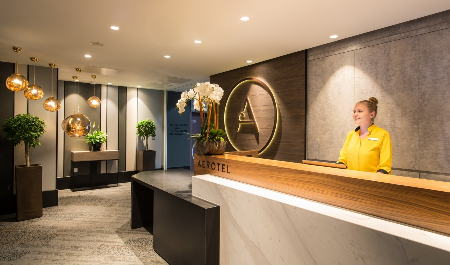 Aerotel London Heathrow - reception (1)