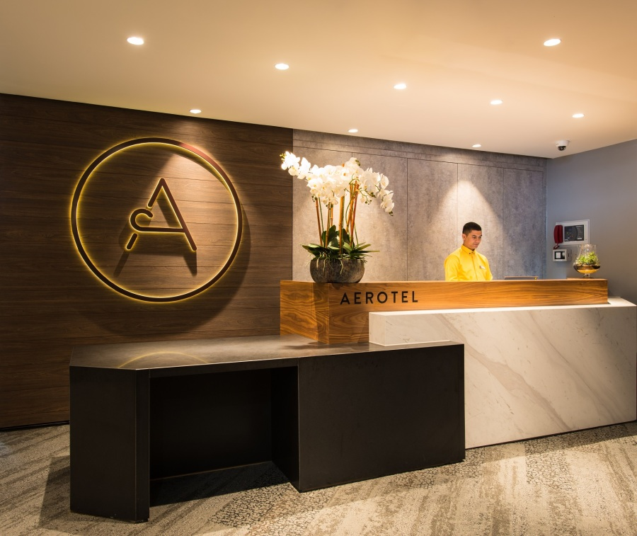 Aerotel London Heathrow - reception (2)