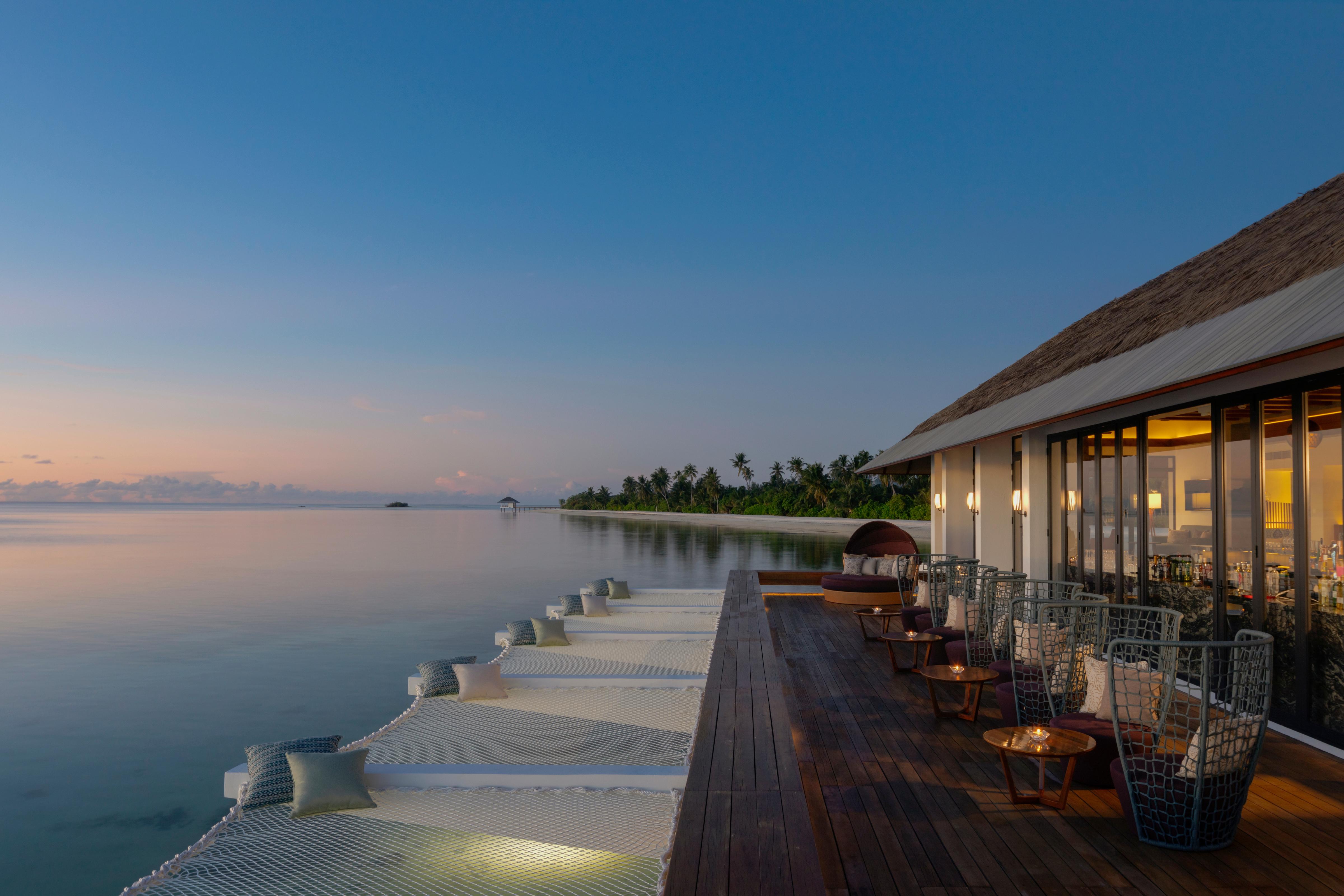 3. Sunset Bar - Pullman Maldives_Saffron Affair_02