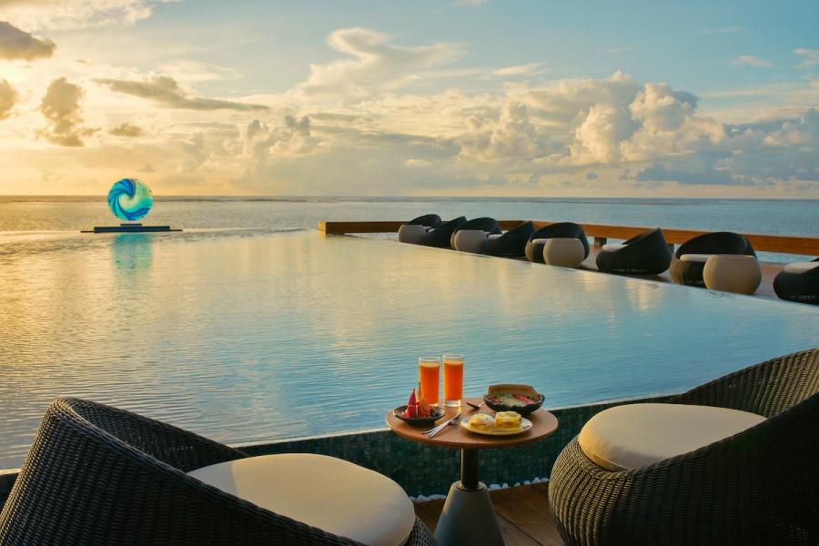 1. Sunrise Bar & Pool - Pullman Maldives_Sol Rising